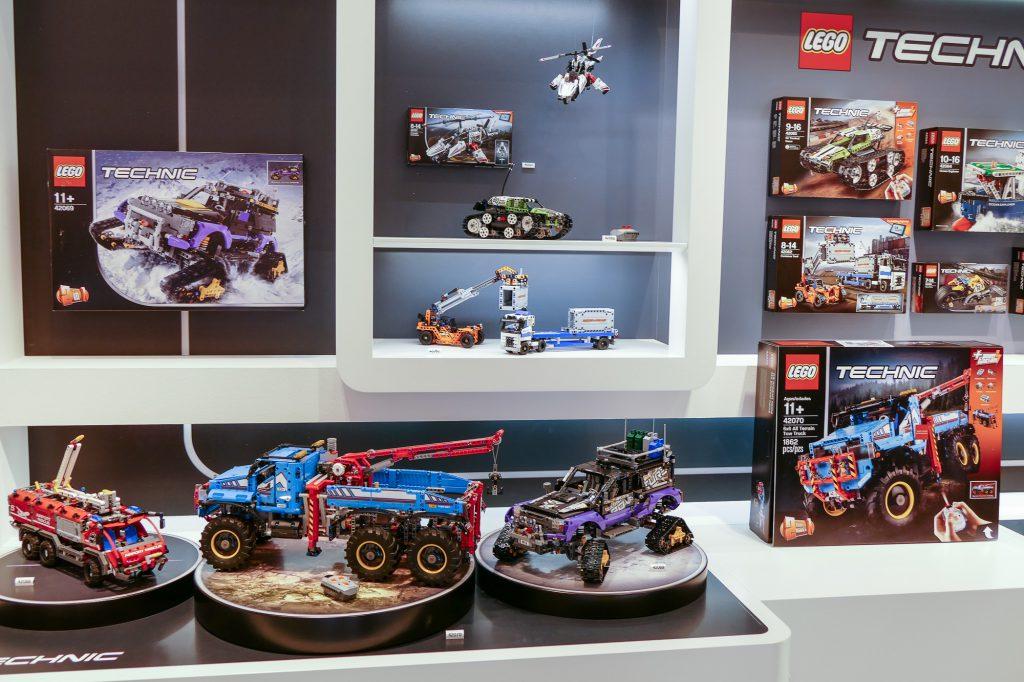 fotos von der lego pr sentation spielwarenmesse n rnberg klemmbausteinlyrik lego aus. Black Bedroom Furniture Sets. Home Design Ideas